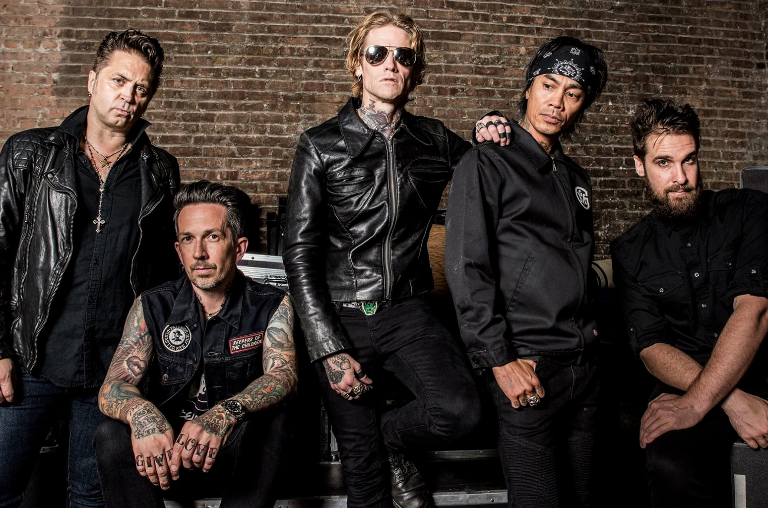 "Buckcherry Announces New Track in Over Three Years ""Head Like A Hole"""